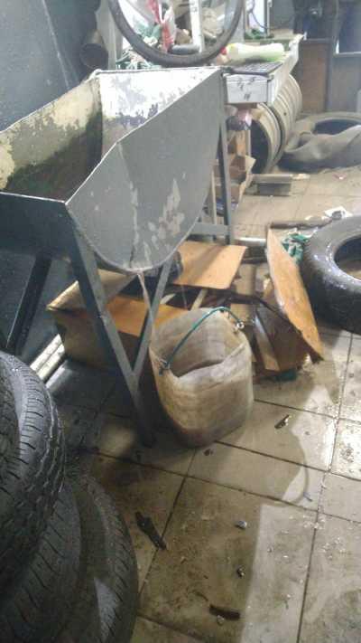 В шиномонтажной мастерской Улан-Удэ взорвавшееся колесо едва не покалечило людей