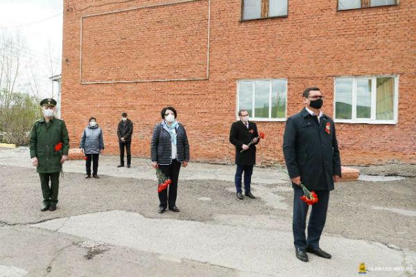 В Улан-Удэ установили четыре бюста героев Советского Союза