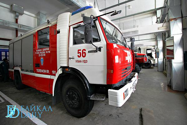 В Улан-Удэ 9 пожарных тушили гараж