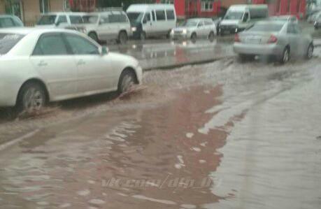 Ливень смывает дороги в Улан-Удэ
