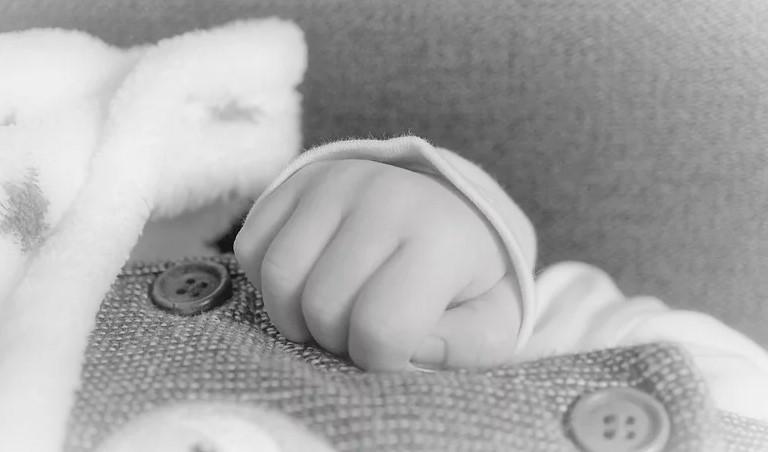 Новорождённую подбросили в больничный туалет в Братске