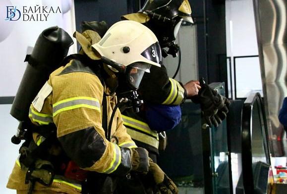 На пожаре в десятиэтажке в Иркутске спасли шесть человек