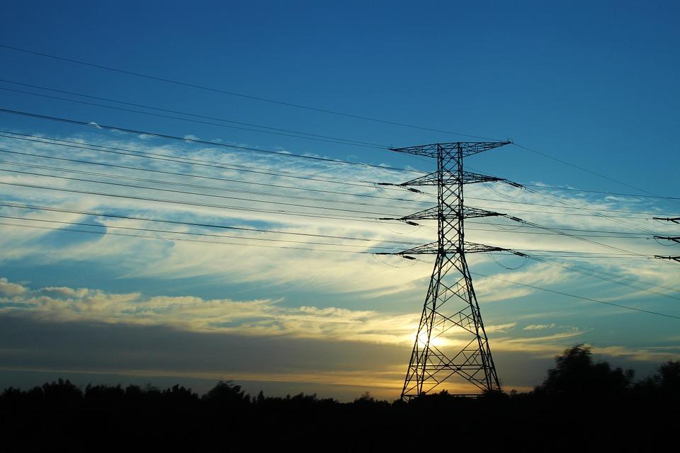 Электросетевые компании в Иркутской области устраняют последствия непогоды на ЛЭП