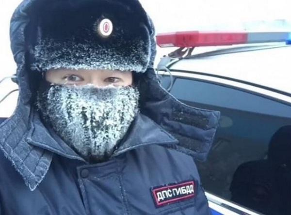 Полицейские из Якутии запустили снежный флешмоб