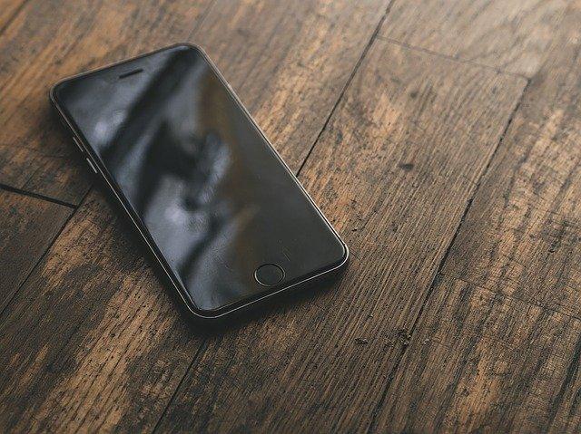 В Чите мужчина украл телефон у посетителя бара