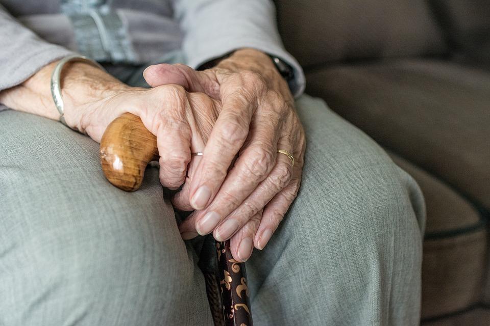 В Забайкалье вор пробрался в квартиру к беспомощной бабушке