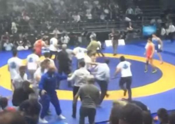 Чеченские спортсмены завоевали золото ибронзу наЧемпионате РФ повольной борьбе