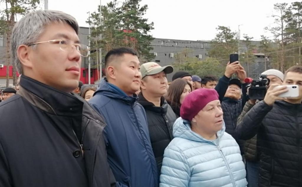 Алексей Цыденов пришёл на митинг без охраны
