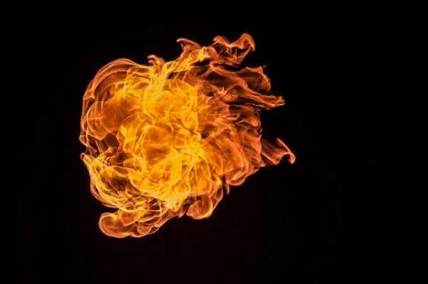 В Иркутской области из горящего дома были спасены два человека