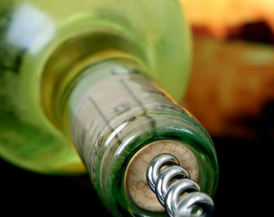 Житель Бурятии украл кассовый аппарат, бутылку вина и батончики