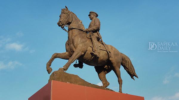В Улан-Удэ временно демонтируют памятник Рокоссовскому