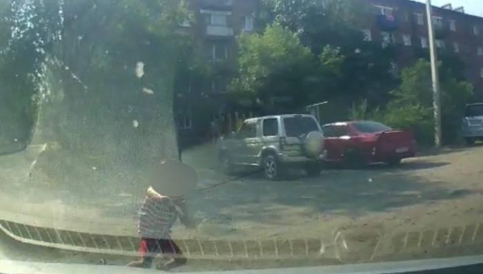 В Улан-Удэ «Kia» сбила мальчика на самокате