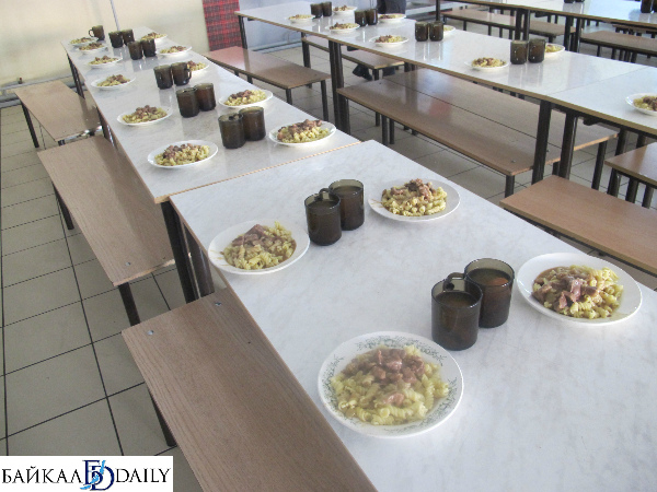 В Улан-Удэ идёт борьба за право кормить детей в лагере
