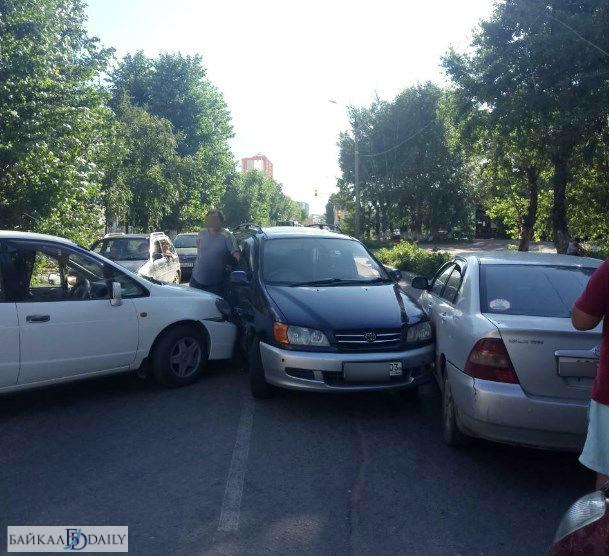В Улан-Удэ в автомобиль дважды врезались за пять минут