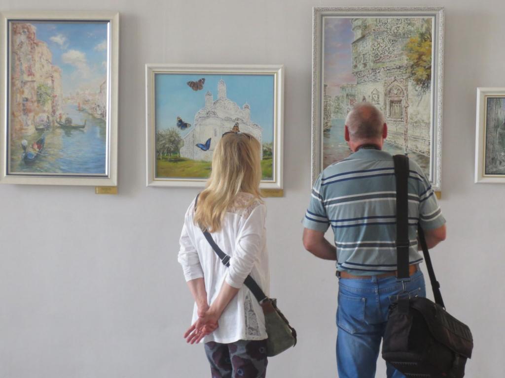 Около ста работ Никаса Сафронова экспонируется в Чите