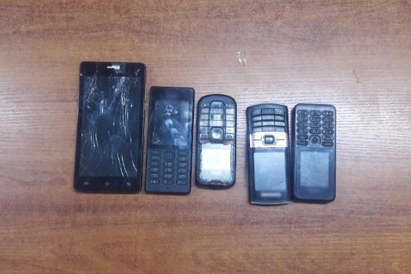 Двое улан-удэнцев пытались перекинуть в колонию телефоны
