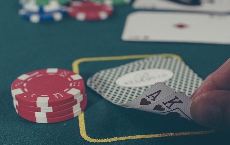 Ангарчанин украл 690 тысяч ради игры в покер