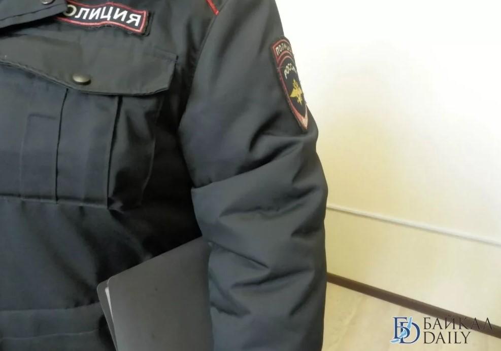 В Улан-Удэ подросток стащил деньги из дублёнки коллеги