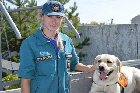 Собака-спасатель Ирэль из Иркутска успешно прошла сертификацию