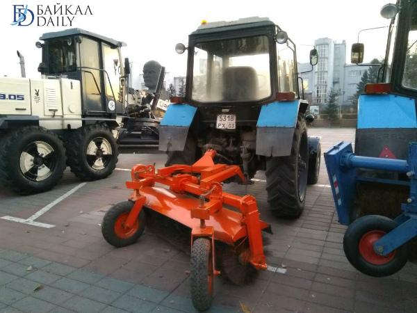 В Улан-Удэ прибыли три новых трактора-щётки
