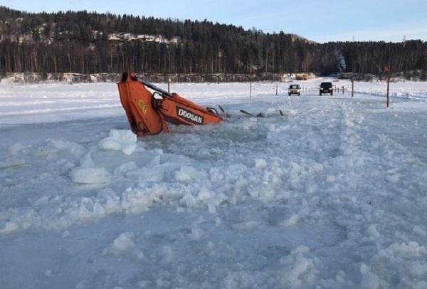 В Иркутской области по лёд провалился экскаватор