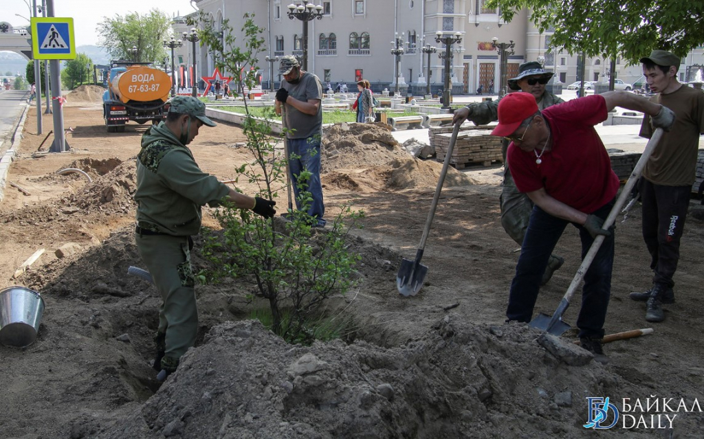 На площади Советов в Улан-Удэ идёт большой ремонт. Фоторепортаж