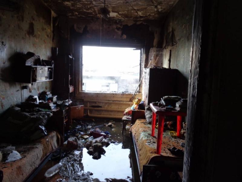В Иркутской области пожарные спасли мужчину с тлеющего кресла