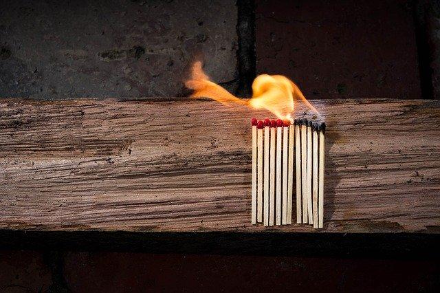 В Бурятии горели кладовка и нежилой дом