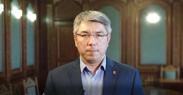 Алексей Цыденов попросил жителей Бурятии не общаться с соседями и не выходить на улицу