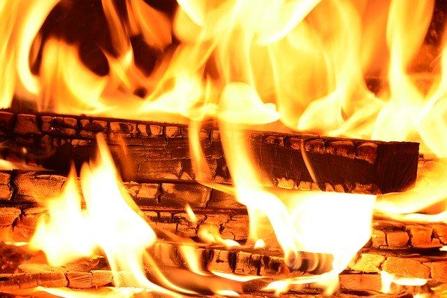 В Иркутской области  на пожаре погибли отец и четверо детей