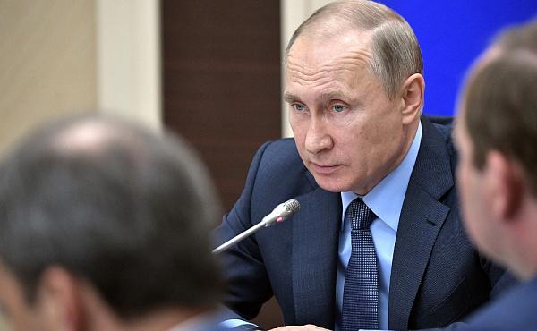 Путин поручил сделать наБайкале систему обращения сотходами
