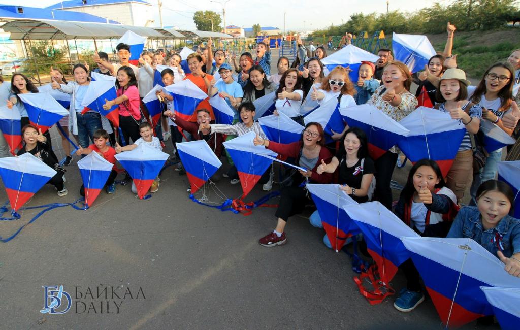 В Улан-Удэ в день флага России в небо взмыли воздушные змеи