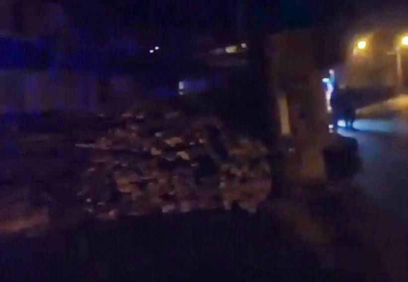 В Улан-Удэ водителю опрокинувшегося грузовика пробило голову