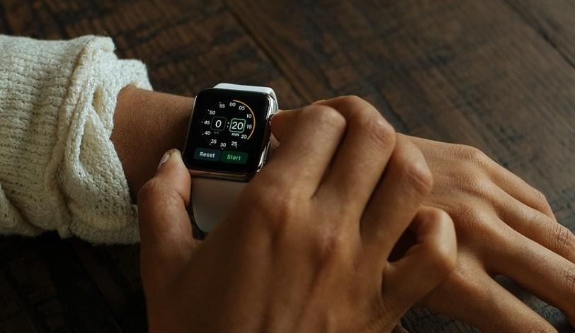 В Улан-Удэ сотрудница кафе украла смарт-часы