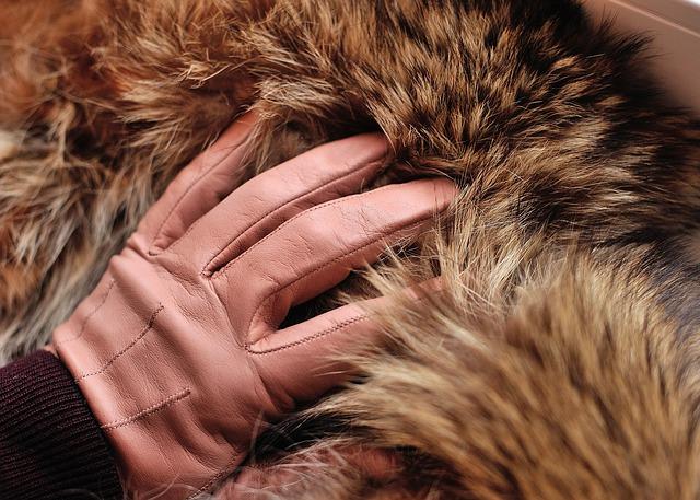 В Иркутской области женщина лишилась 260 тысяч рублей при продаже шуб