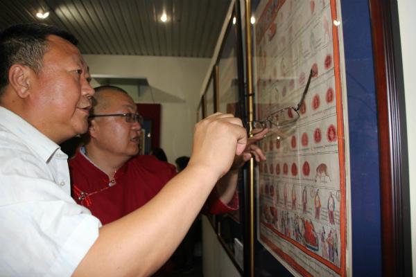 Закрытый показ «Атласа тибетской медицины» для эмчи-лам состоялся в Улан-Удэ