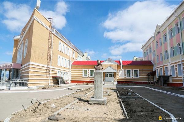 В Улан-Удэ устанавливают бюсты героев Советского Союза