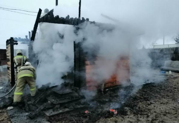 В пригороде Улан-Удэ работали пожарные двух частей