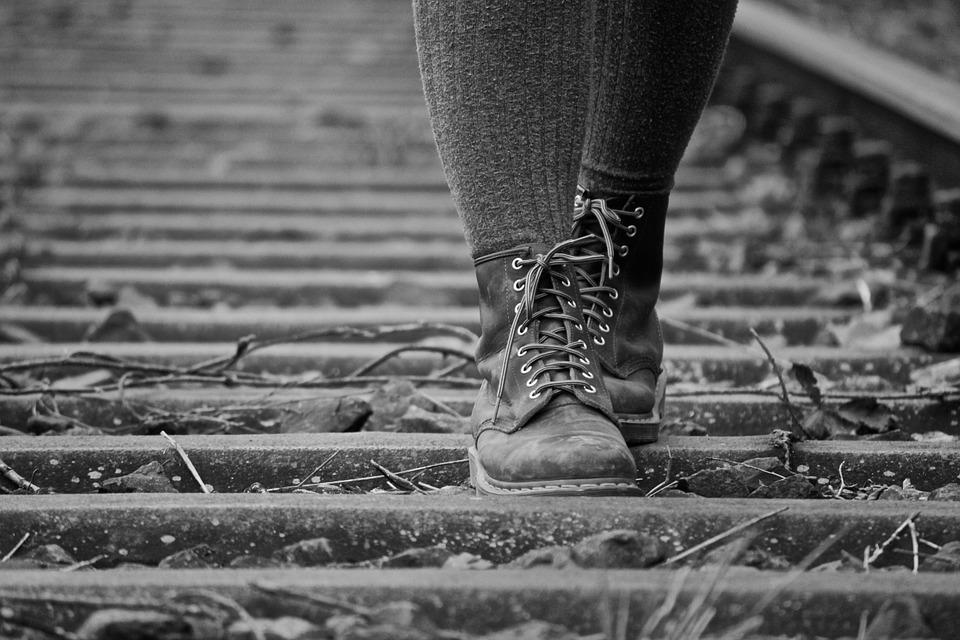 В Бурятии две девочки разгуливали по железнодорожным путям