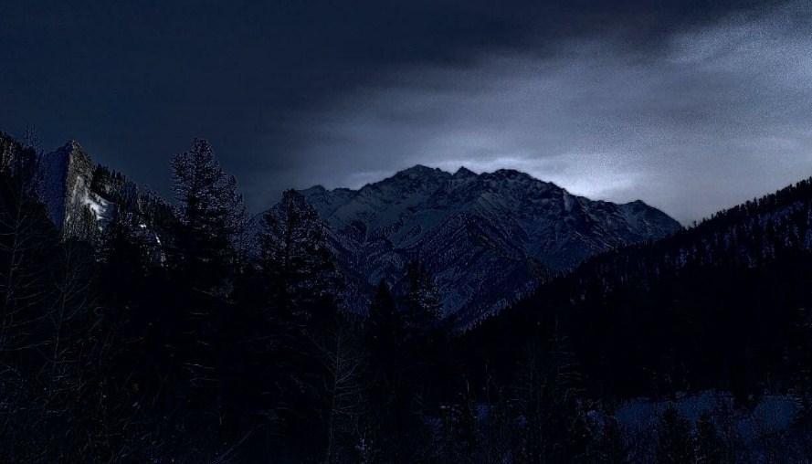 В Бурятии с горы спустили сильно обморозившегося туриста