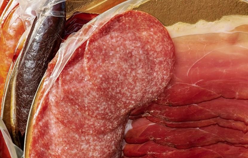 Иркутянин пытался украсть 19 палок колбасы из гипермаркета