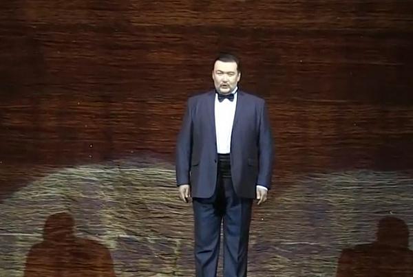 Уволившийся из Бурятского театра Михаил Пирогов споёт на родной сцене