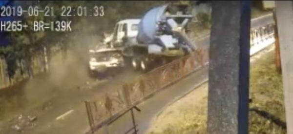 В Иркутске в ДТП с «миксером» погиб пенсионер