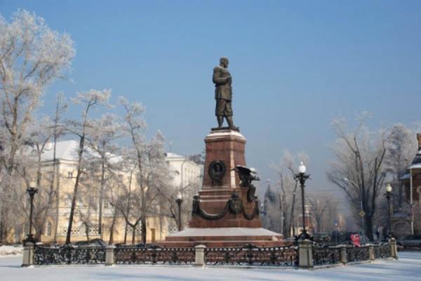 В Иркутске виновник ДТП возместит ремонт памятника Александру III