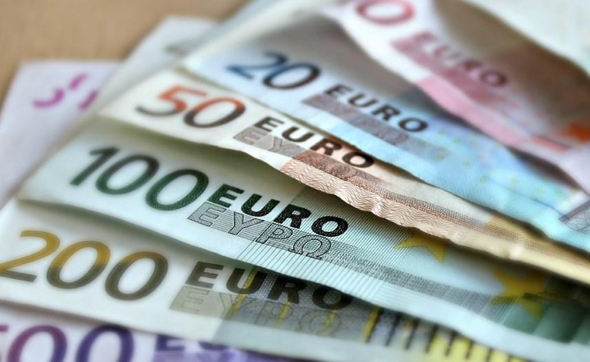 Жительница Иркутской области отдала 1,5 миллиона, поверив в чемодан с евро