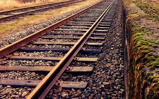 В Иркутской области пенсионера насмерть сбил поезд