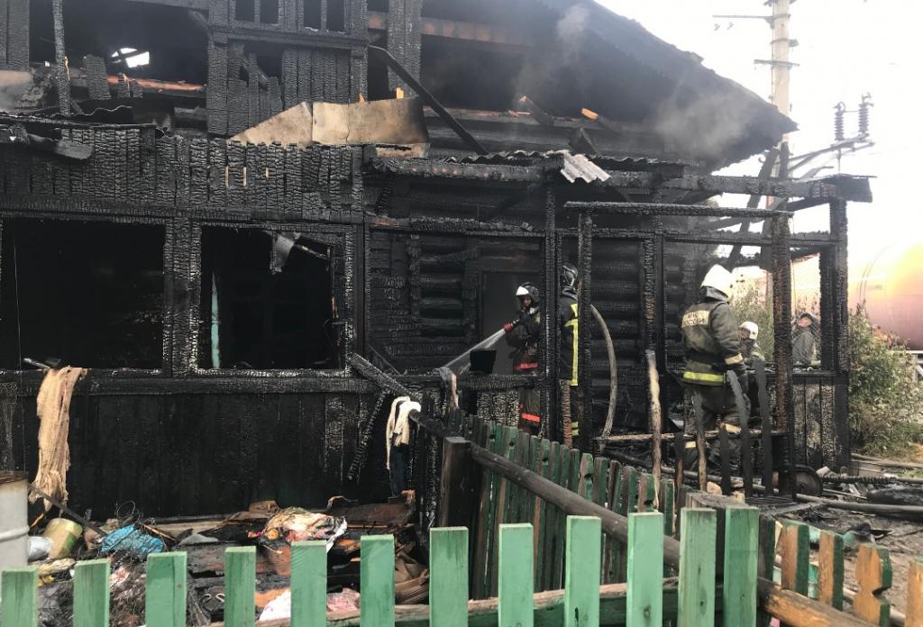 В Улан-Удэ пожар, где пострадали четверо детей, тушили с поезда