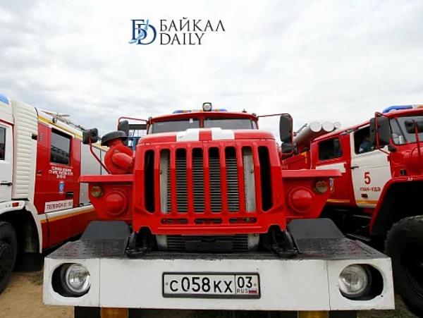 В Бурятии горят гаражи и автомобили