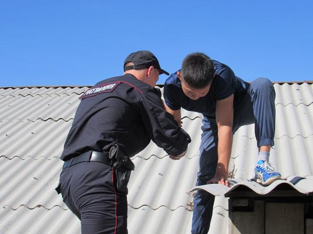 В Улан-Удэ спасли мужчину с крыши пятиэтажки
