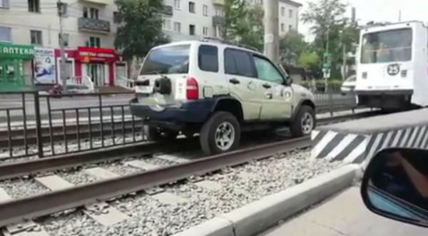 Сына депутата Хурала Бурятии наказали за езду по трамвайным путям